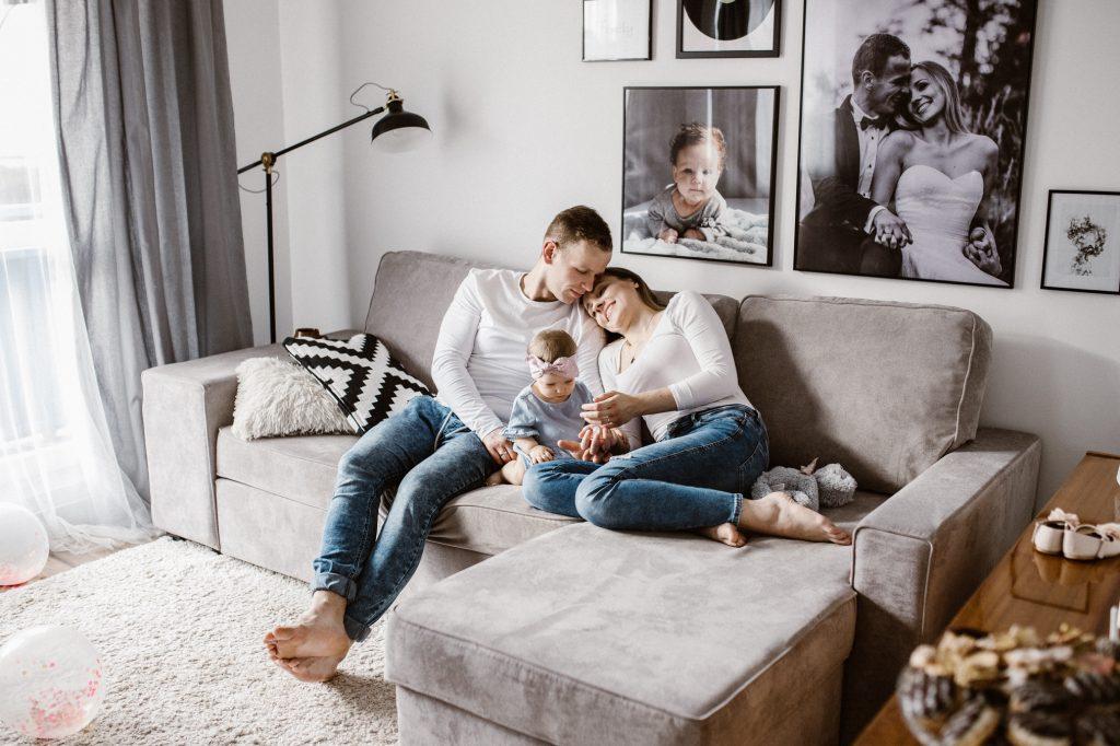 Sesja rodzinna w domu Oli, Łukasza i małej Hani.